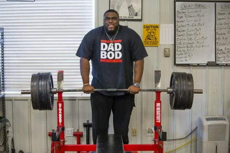Saint Joe alum Thomas Davis breaks records on bench press