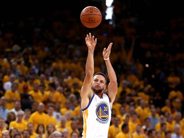 Curry Breaks Kobes Record